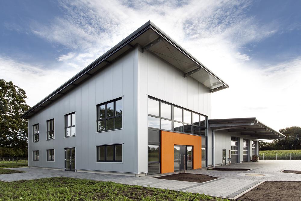 Axel Ohnesorge - Technologien für den Fahrzeug-Service Burgwedel | Hallenbau Giesler & Co. GmbH